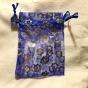 Fem stycken organzapåsar i blått och silver. 9 x 7 cm. Nyvara.