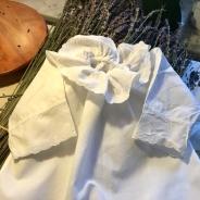 En fin babyskjorta i skönaste bomull. Sparsamt använd!