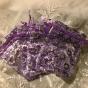 Tio organzapåsar i lila och silverblommor. - Tio organzapåsar i lila. 9 x 7 cm.