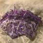 Tio organzapåsar i lila och silverblommor.