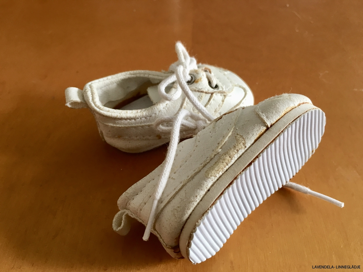 Skorna är, 7 cm på längden