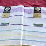 Rea! Två handduksräckor i pastellfärger. Handdukarns mått: 70 x 50 cm. Härligaste kvalité.