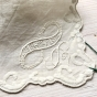 Utförsäljning! Tro det eller ej men näsduken är från 1846! Fantastiskt vackert hantverk! I fint skick, trots sin ålder. - Utförsäljning!   En fantastiskt vacker handbroderad näsduk som är 170 år gammal.