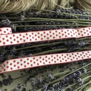 Rea! Ett bomullsband med prickar, 250 cm långt och nytt.