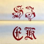 Två antika bomullslakan med vackra röda monogram. I mycket fint skick!