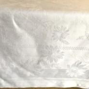 En vacker linneglänsande damastduk, 200 x 150 cm. Mycket fint skick!