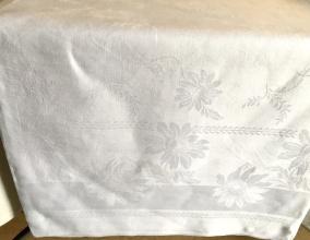 En vacker linneglänsande damastduk, 200 x 150 cm. Mycket fint skick! - En mycket vacker damastduk.