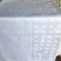 En äldre välbevarad damastduk. Hela 310 cm x 175 cm bred. - En fin damastduk 310 cm lång.