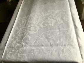 En vacker damastduk, 145 x 130 cm. - En vacker välvårdad damastduk.