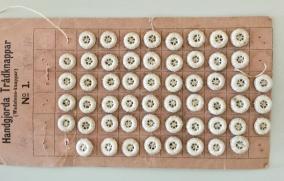 Antika små handsydda små Vadstenaknappar. - 5 stycken Vadstena knappar.