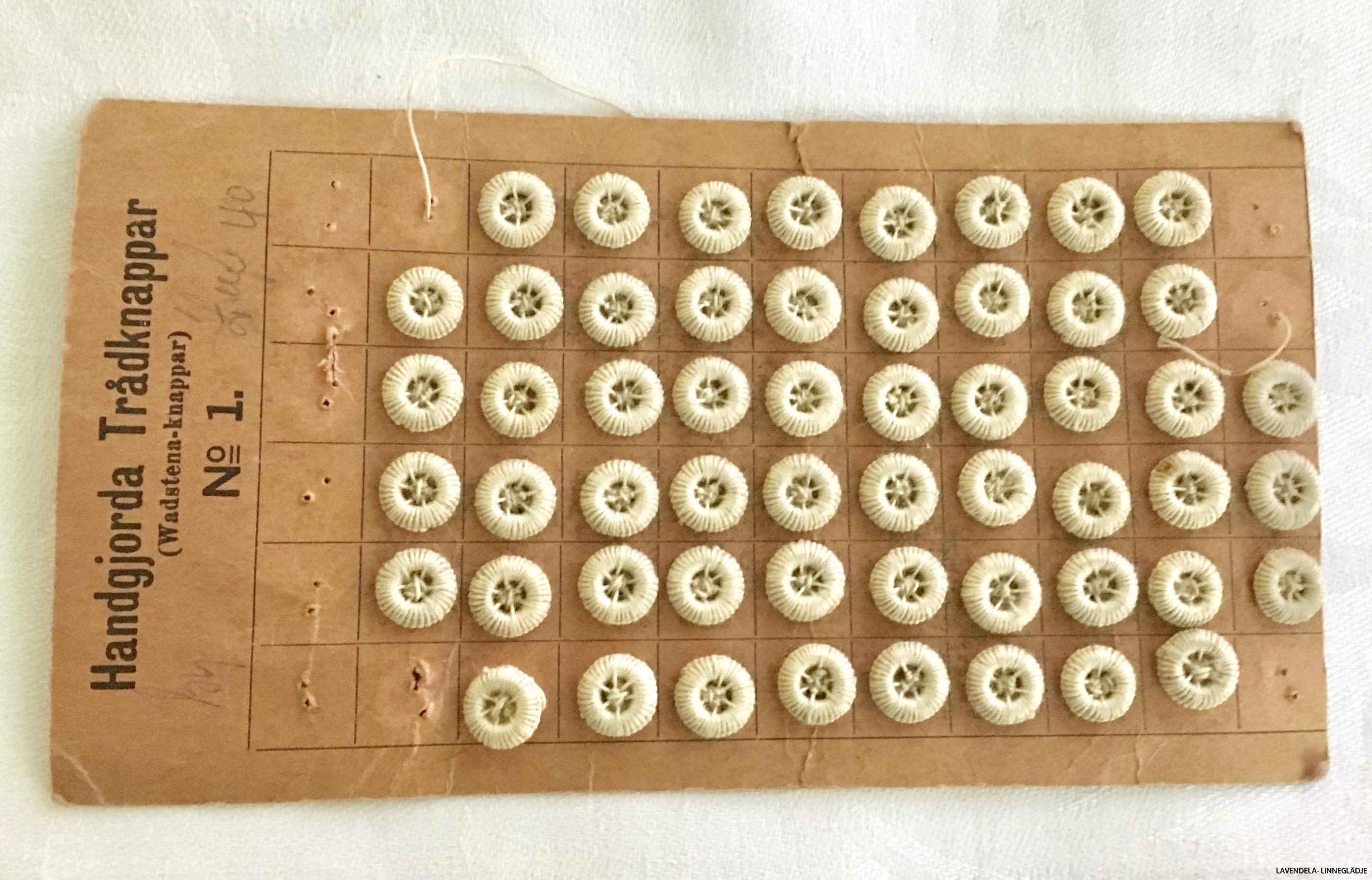 56 st handsydda små knappar
