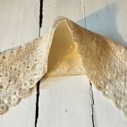 En antik vacker krage i handknypplad spets. Bästa Skick!