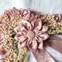 Ett mycket vackert hantverk från 1860. Hårbonad i rosa och spets. - En vacker hårbonad från 1860.