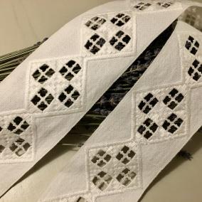Sommar-pris! En fint handsydd hardangerspets. 145 cm lång, Oanvänd! - REA! En fint handsydd hardangerspets