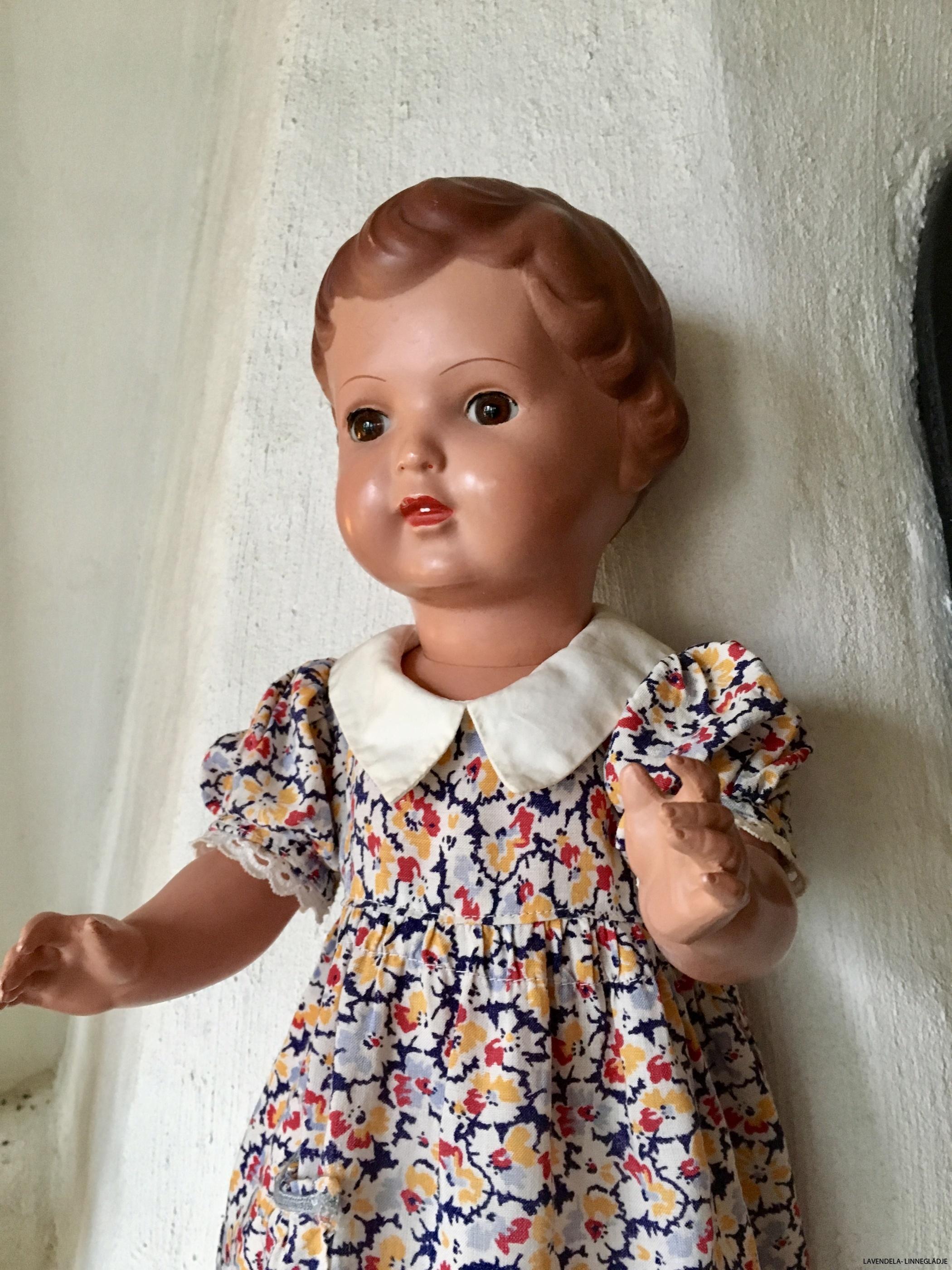 Klädd i 50-tals klänning