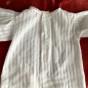 En söt handsydd flickskjorta med tyllspetsar. Nyskick!