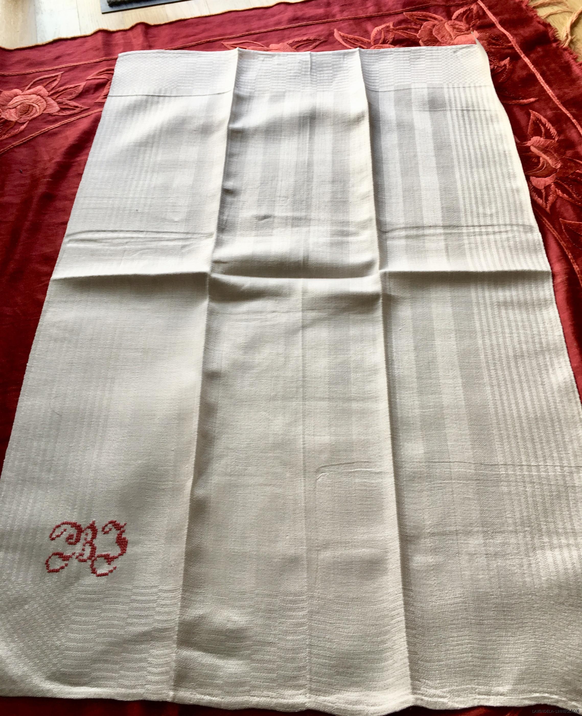 Handdukarna är:85 cm x 57