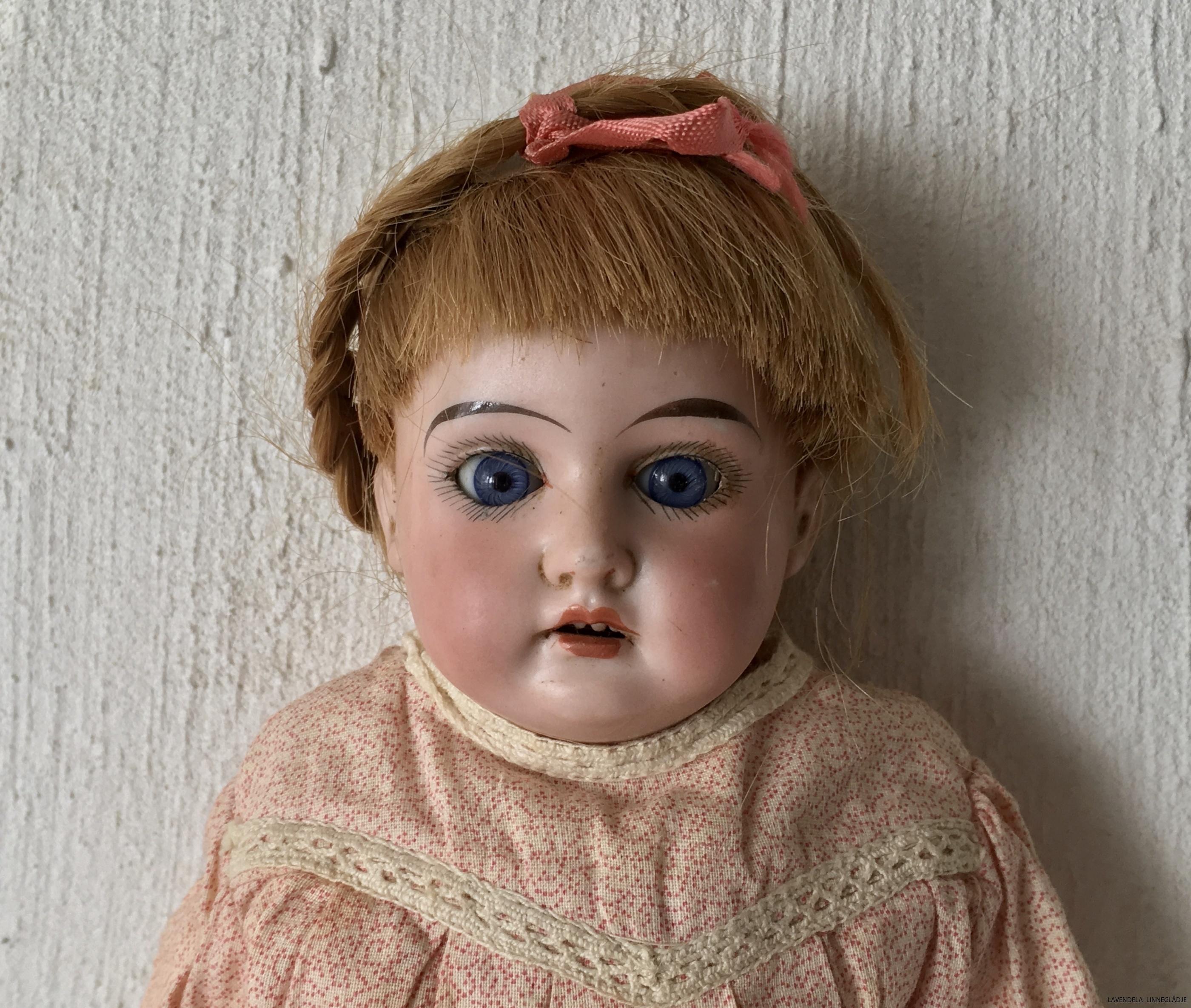 En söt söt docka