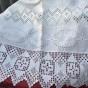 Ett antikt handvävt linnelakan med vitbroderi och spetsar. Oanvänt!