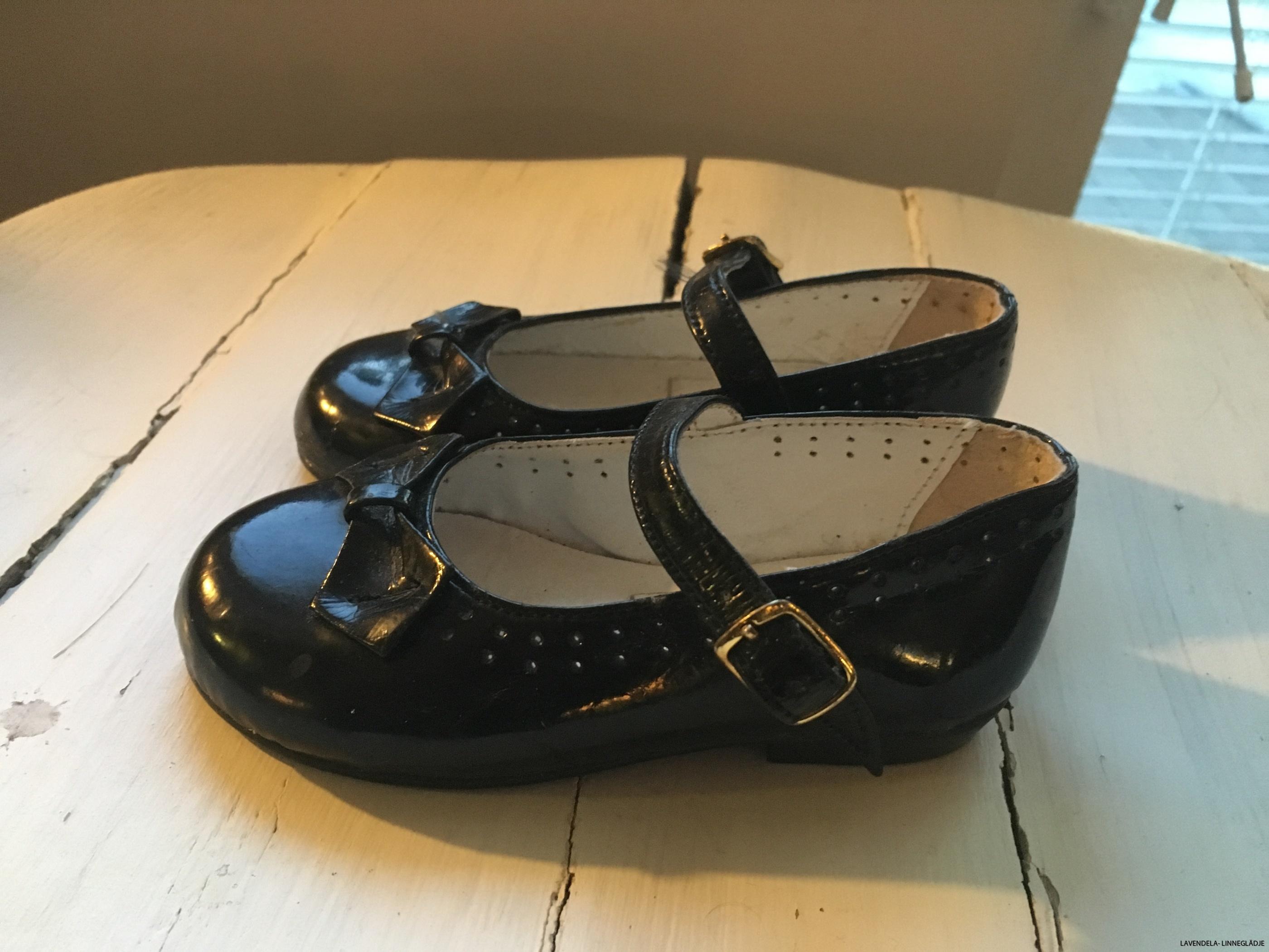Gulliga skor i nyskick!