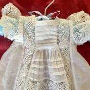 Sommarpris! En ljuvlig liten antik, dopklänning, dockklänning. Absolut sydd av en Mästare!