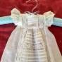 En ljuvlig liten antik, dopklänning, dockklänning. Absolut sydd av en Mästare!