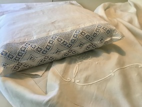 Ett vackert långörngott i handvävt linne! Och handvirkad spets. - Ett vackert långörngott