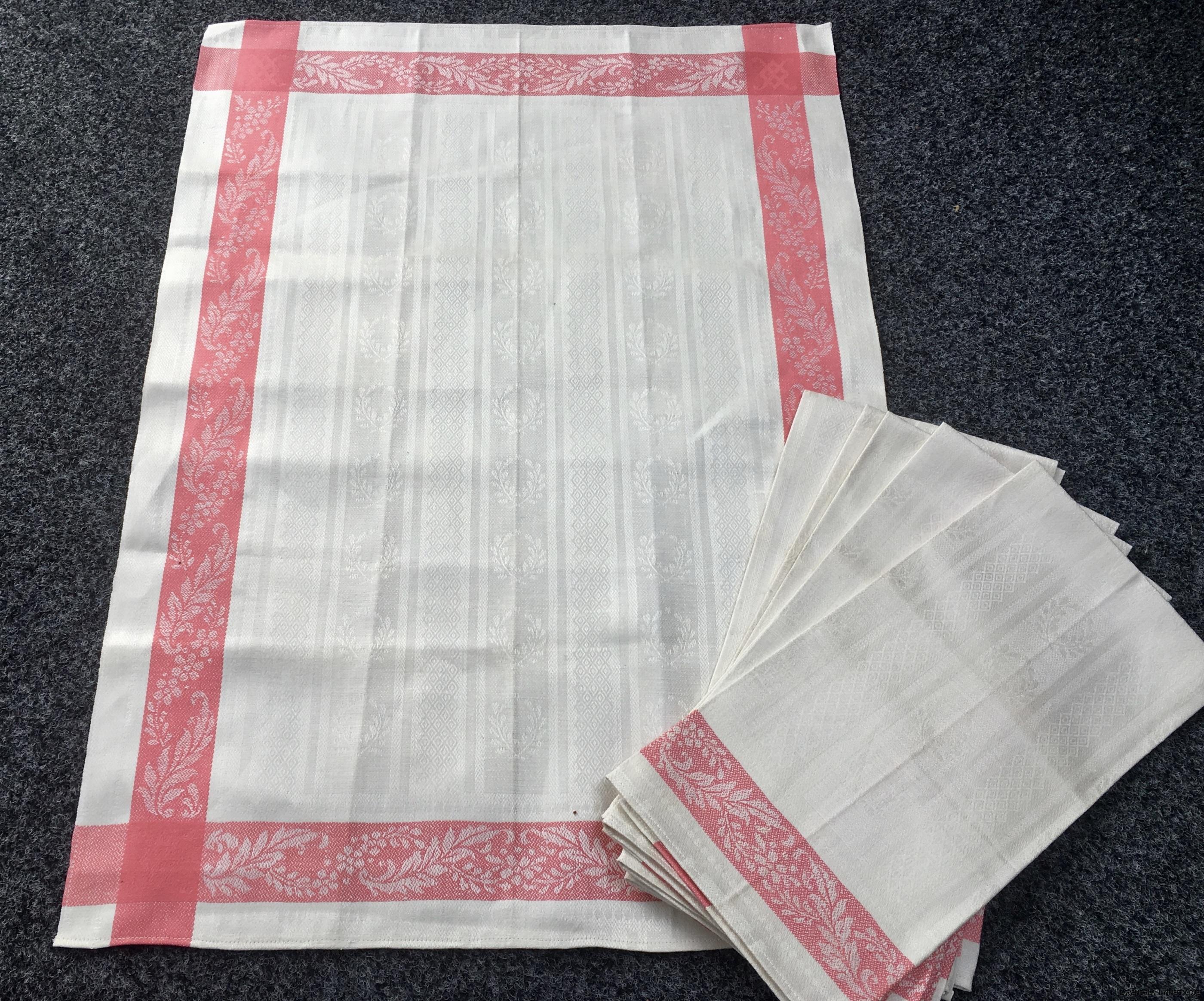Sex glänsande handdukar.