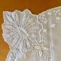 En mycket vacker silkesduk, handbroderad. Oanvänd. - En ljuvlig, äldre silkesduk