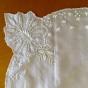 En mycket vacker silkesduk, handbroderad. Oanvänd.