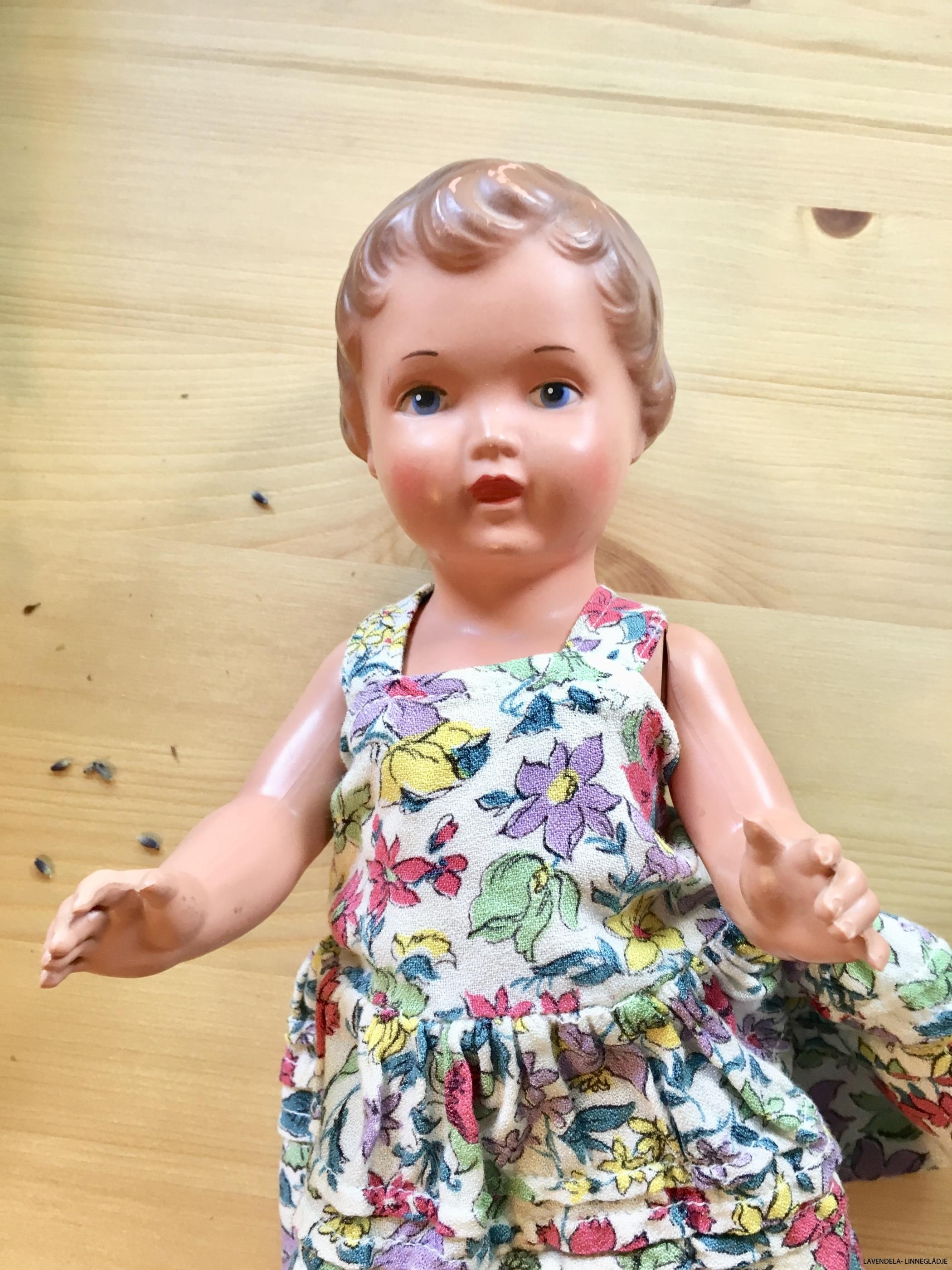 Klädd i en fin liten klänning