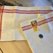 En härlig handduksräcka i klassiskt mönster! I hellinne och vilken kvalité!