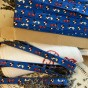Ett jättefint äldre bomullsband i blått. - Ett äldre band i blått.ca, 7 meter