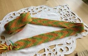 Ett handvävt band, 160 cm lång!  Oanvänt. - Ett handvävt band i ull.