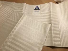 En vackert glänsande hellinne handduksräcka. I Bästa Skick! - En vacker handduksräcka.