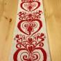 En mycket vacker vepa med fint broderade broderier i rött. - En vacker vepa l linne och rött