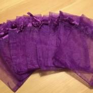 Tio stycken mörkt lila organzapåsar, 9 x 7cm Nyvara!