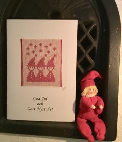 En fint julkort med julliga tomtenissar. - Julkort med tomtenissar