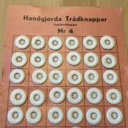54 stycken handgjorda knappar.