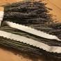 Ett äldre vitt bomullsband 355 cm långt.