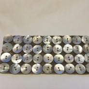 Antika vackra pärlemorknappar. 1,5 cm i diameter.