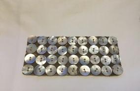 Antika vackra pärlemorknappar. 1,5 cm i diameter. - Vackra antika pärlemorknappar.