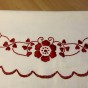 Ett fint prynadsfodral i vitt och rött. Nyskick!