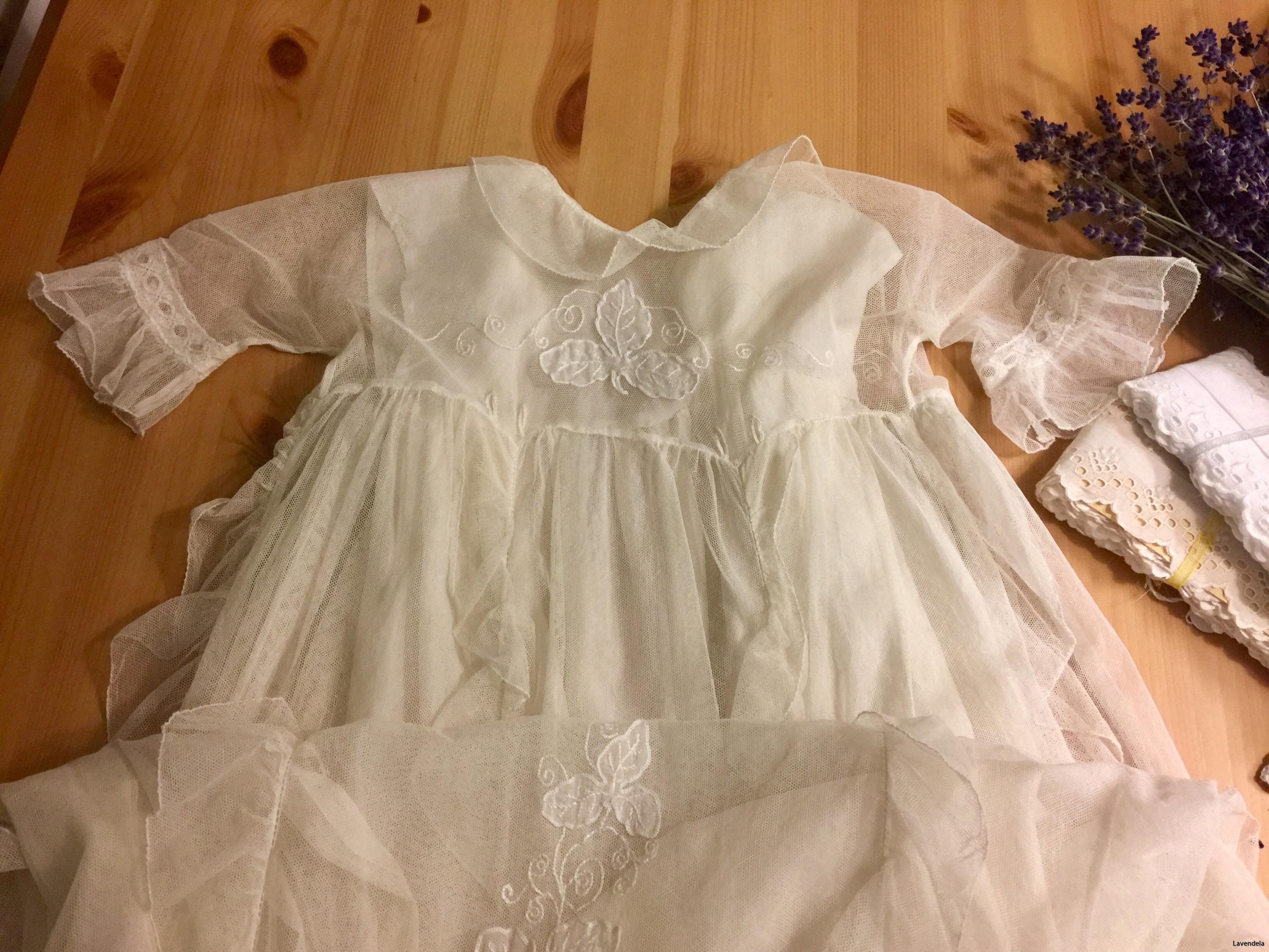 En dopklänning i tyll