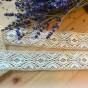 En fint handknypplad spets, 240 cm lång. Oanvänd!
