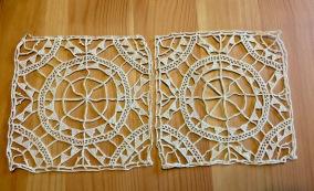 Två handgjorda spetsar, 9 x 9 cm. - Två handgjorda spetsar