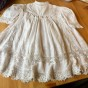 En ljuvlig antik klänning, handsydd knypplade spetsar.