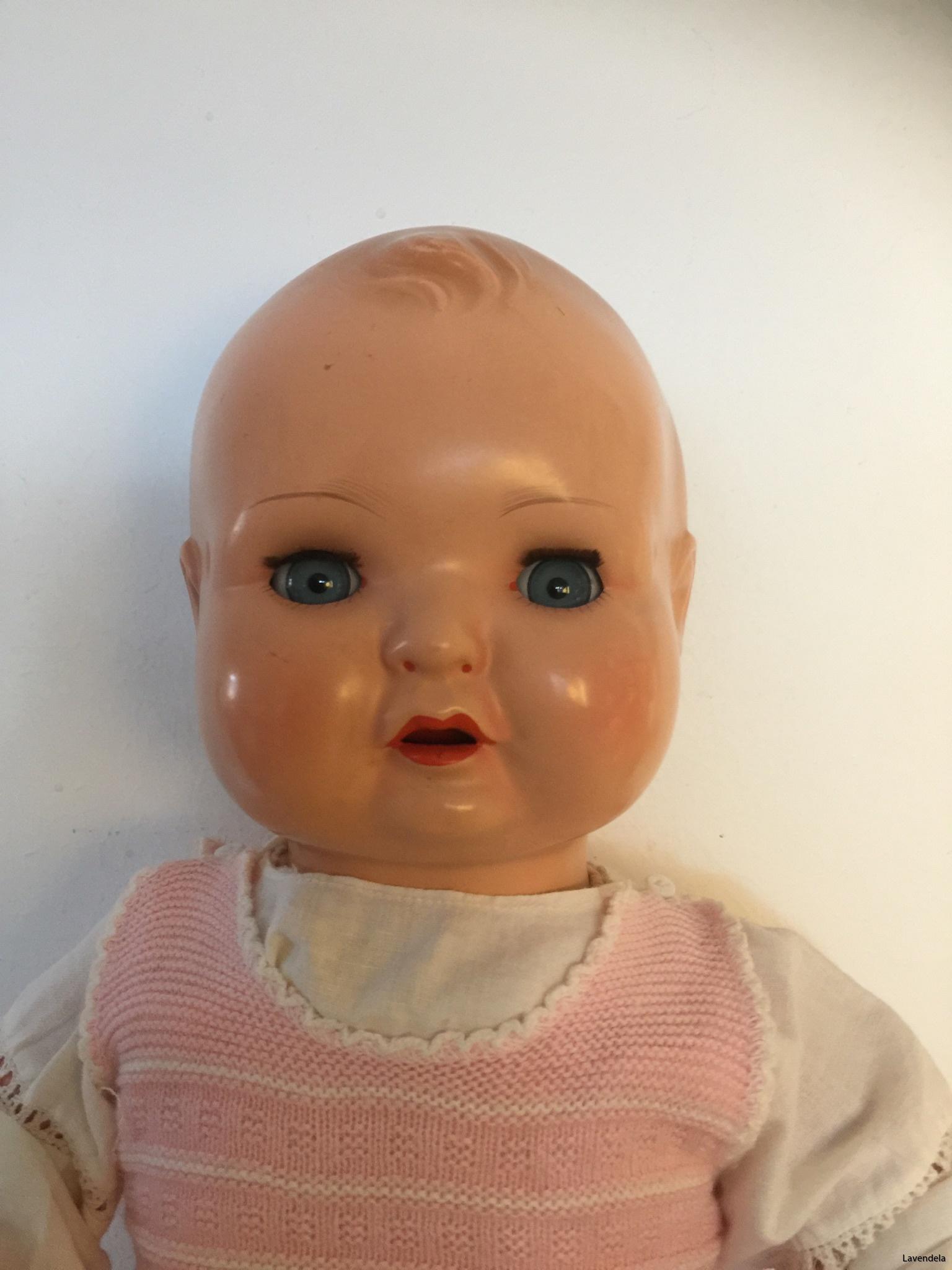 Det här är en äldre docka
