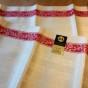 En glänsande linnevacker handduksräcka, oklippta.