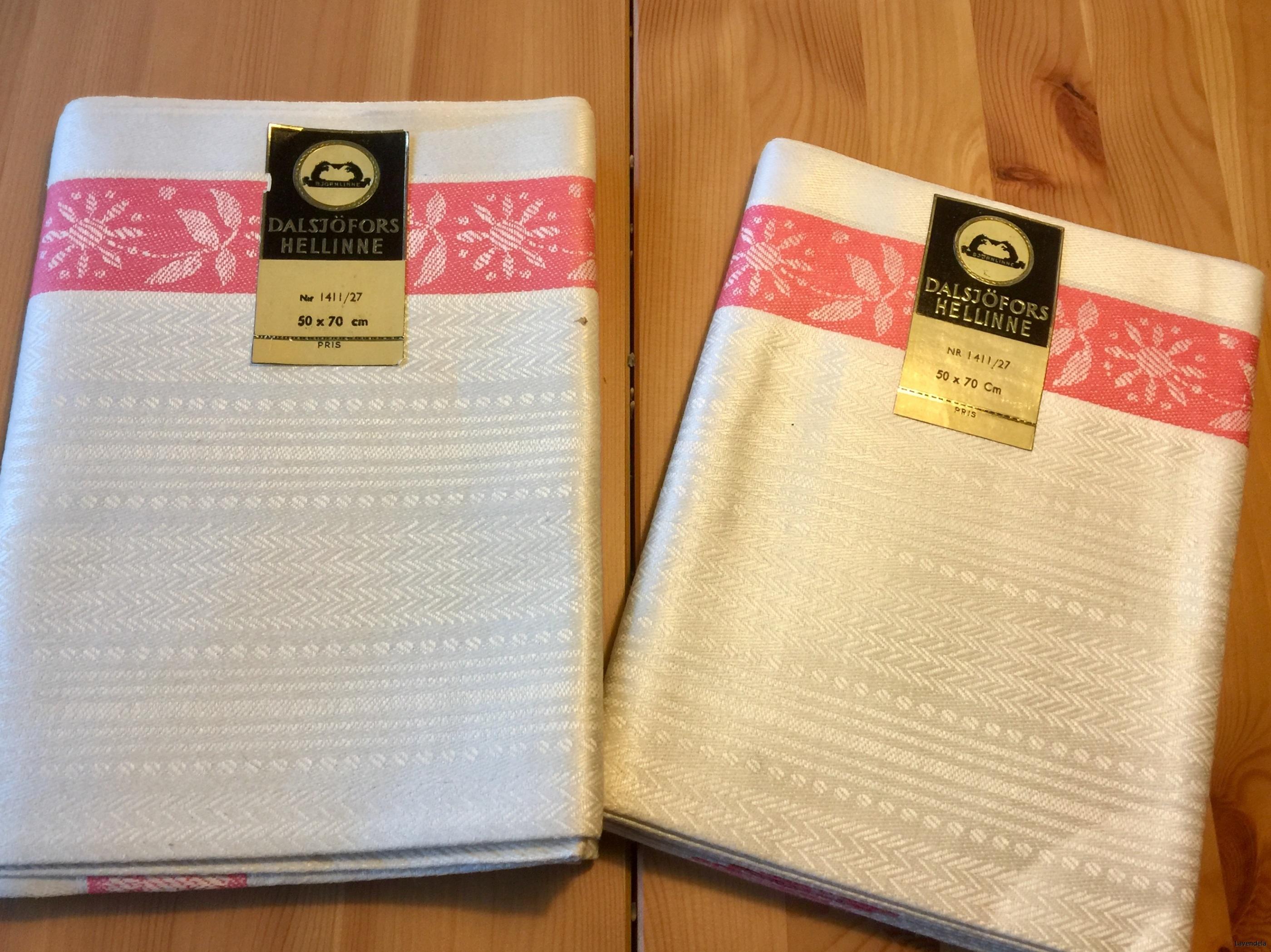 Två handduksräckor